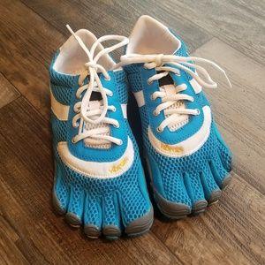 VIBRAM FIVE FINGERS  Shoes size 9